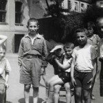 1933 - Children in front of the Home