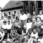 1934 - Chldren from the orphanage in front of the camp huts at Rozyczka farm. Photographed by Shlomo in 1934.